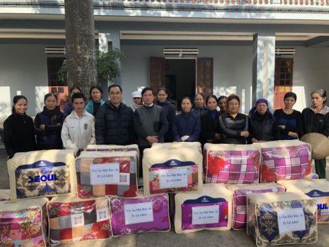 Caritas Thanh Hóa tặng chăn ấm cho người nghèo tại một số giáo xứ trong giáo phận
