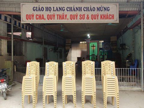 Trao tặng ghế ngồi cho giáo họ Lang Chánh – Gx. Hữu Lễ / Gp. Thanh Hóa