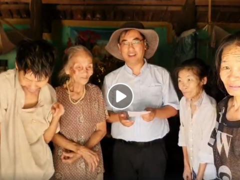 Một người mẹ 93 tuổi nuôi 3 đứa con tâm thần.