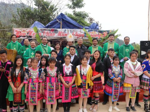 Đức cha Giuse và phái đoàn GP Thanh Hóa thăm viếng mục vụ tại Mường Lát (giáp vùng biên giới Lào) — 15-16.01.2021